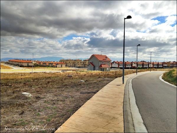 camino de santiago Cirueña tract housing 1
