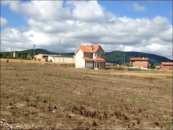 Camino de santiago Cirueña tract housing 2